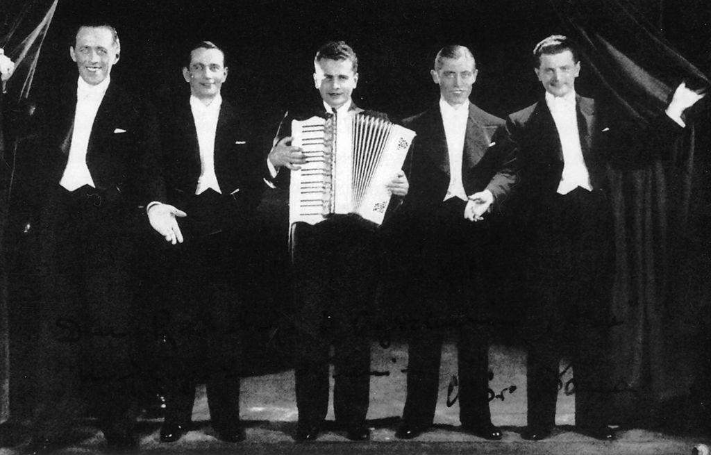 Chór Dana. Od lewej Tadeusz Bogdanowicz, Mie020.jpeg