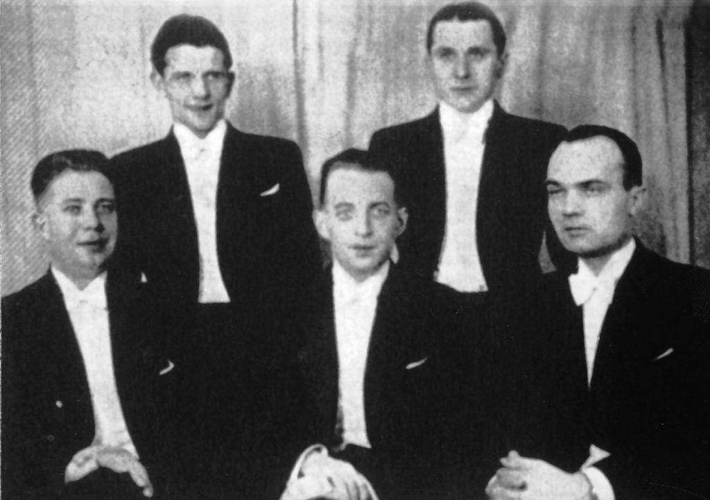 Chór Juranda (1932). Od lewej Aleksander Puc021.jpeg