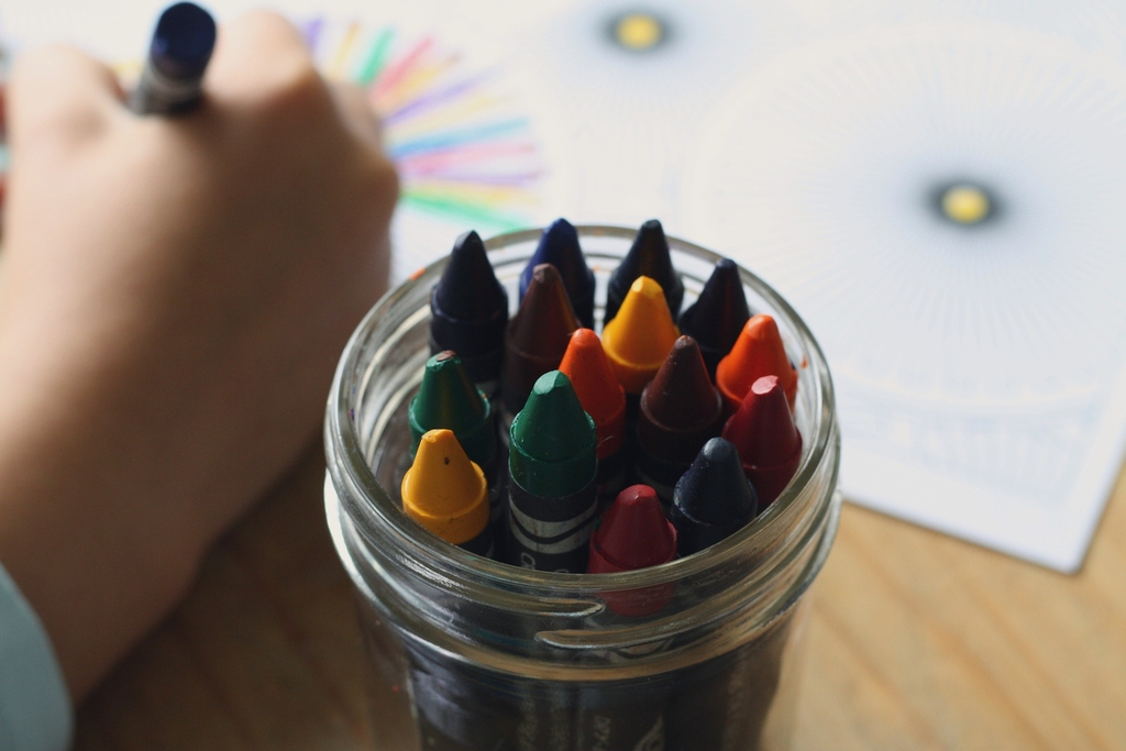 crayons-1445054_1920.jpeg
