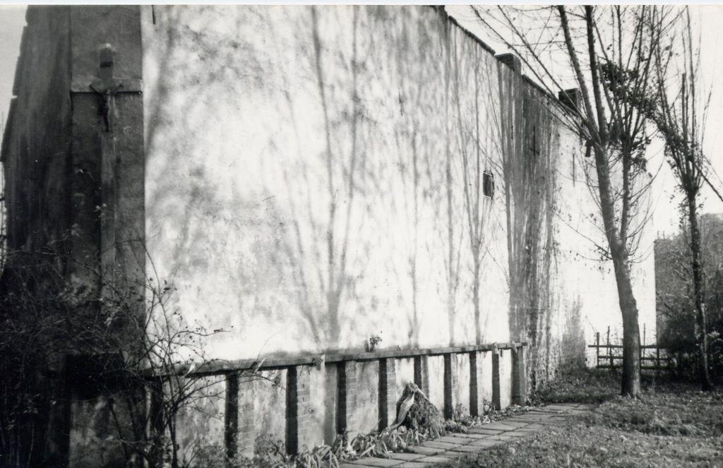 """Ściana straceń na tzw. """"Małym Ryneczku""""- okres powojenny. fot. z arch. M.Duma"""