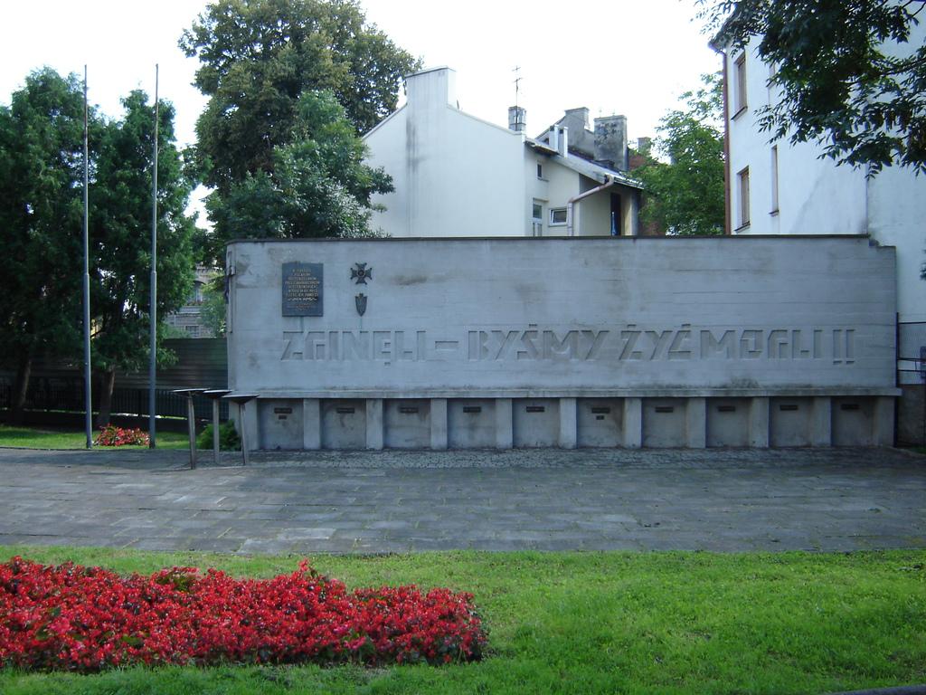 """Plac Inwalidów Wojennych – współcześnie, dawniej tzw. """"Mały Ryneczek"""" fot. z arch. M.Duma"""