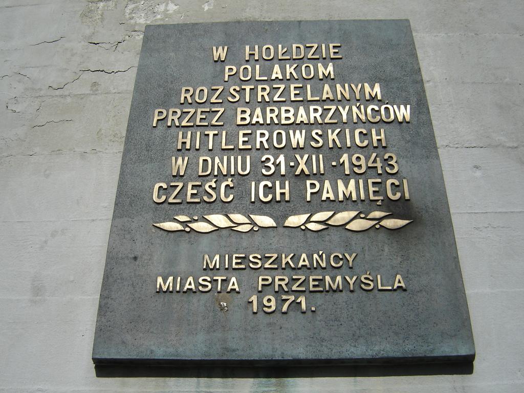 Tablica upamiętniająca ofiary hitlerowskiego terroru. fot. z arch. M.Duma