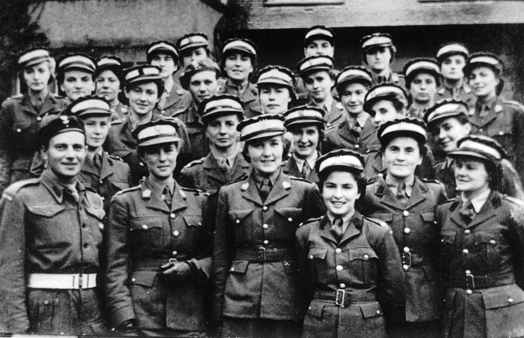 Uczestniczki oficerskiego kursu PWSK w Szkol048.jpeg