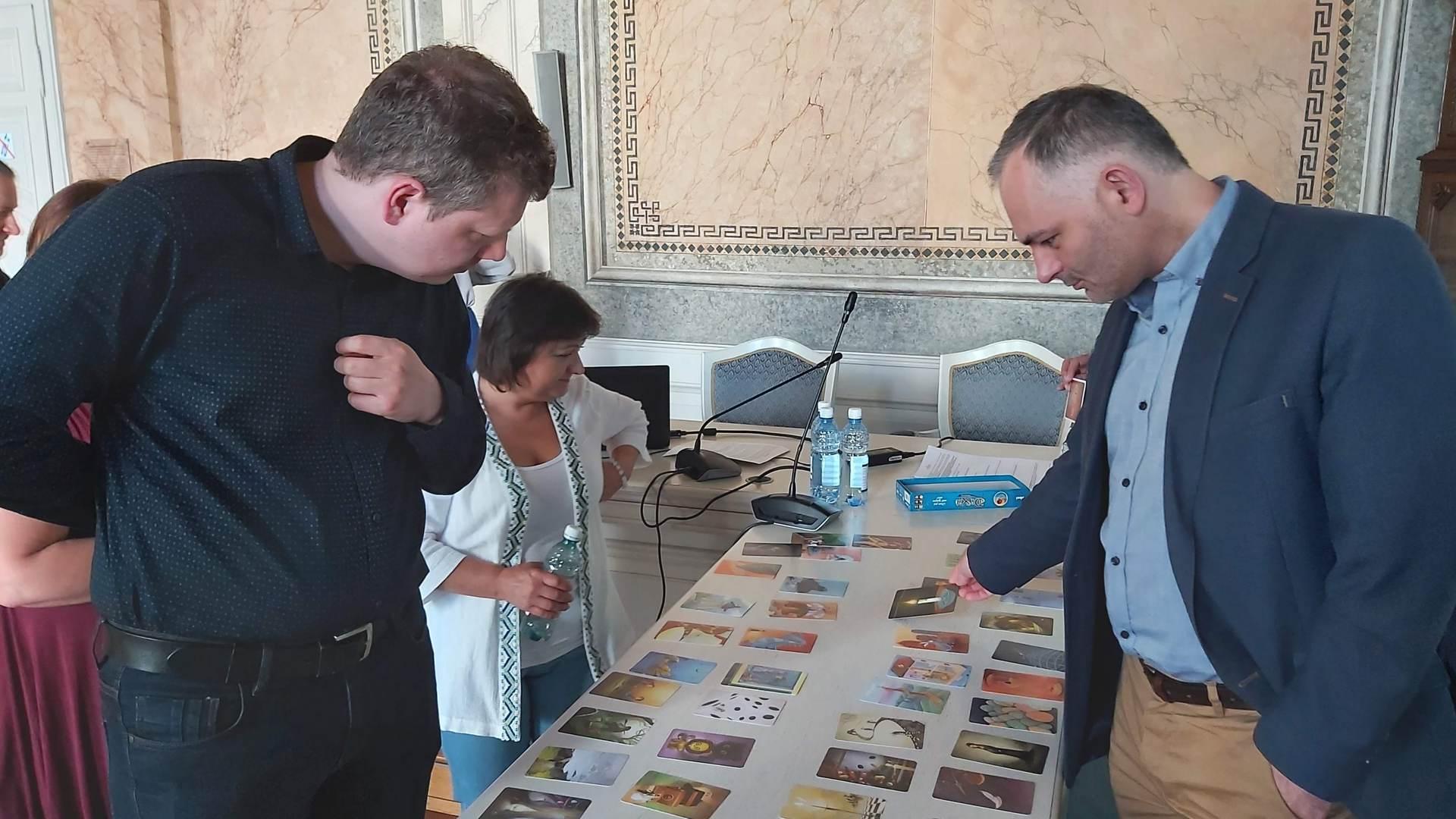 Zdjęcie pokazuje uczestników warsztatu organizowanego w ramach Programu Rozwój Lokalny, który odbył się w dniu 14 lipca 2020 roku.