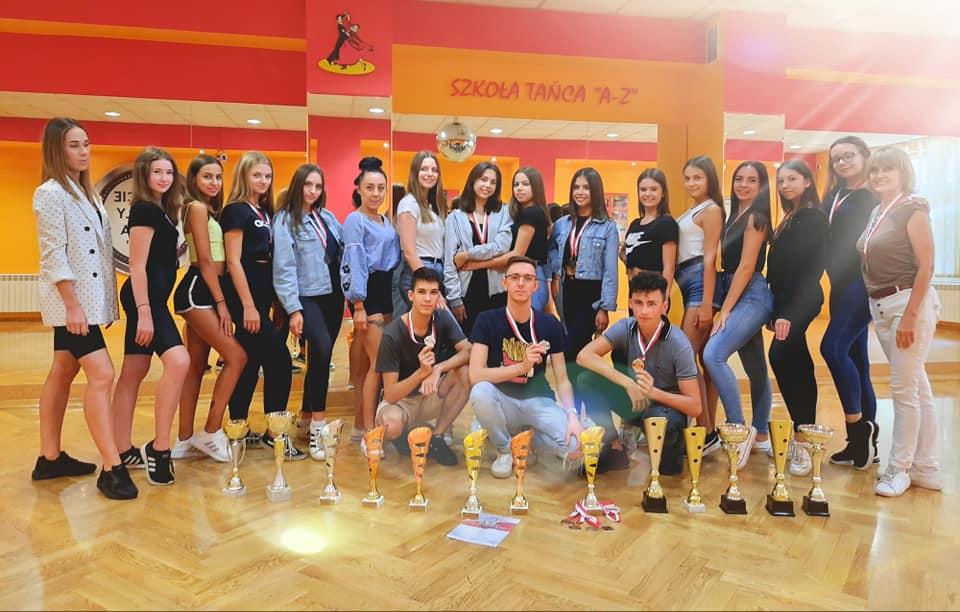 Tancerze Szkoły Tańca A-Z zwycięzcy w Mistrzostwach.jpeg