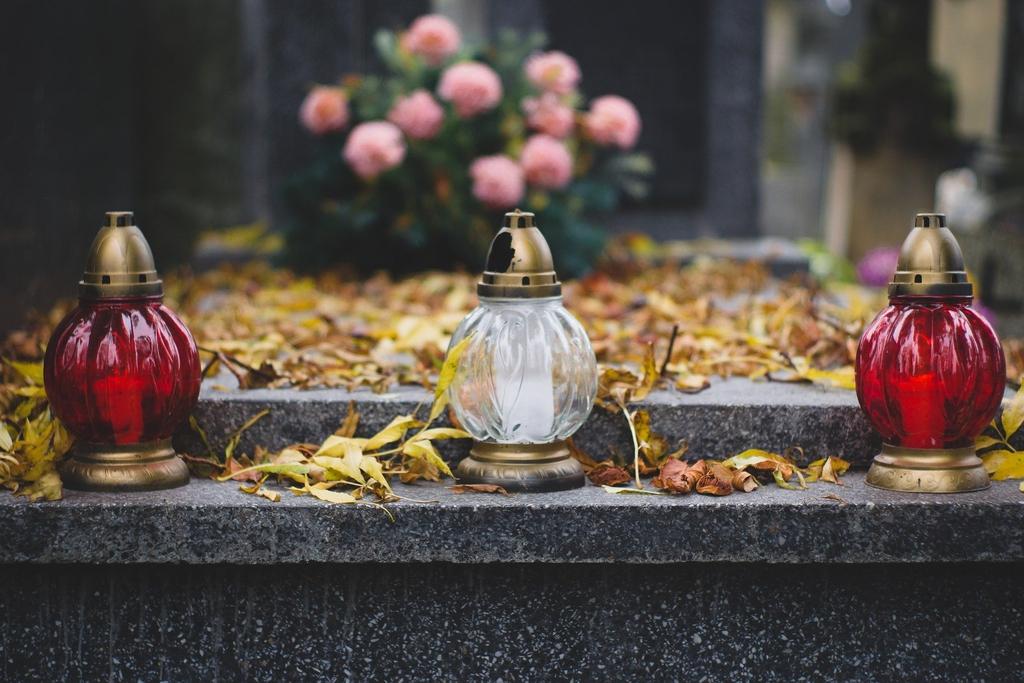 cemetery-2884195_1920.jpeg