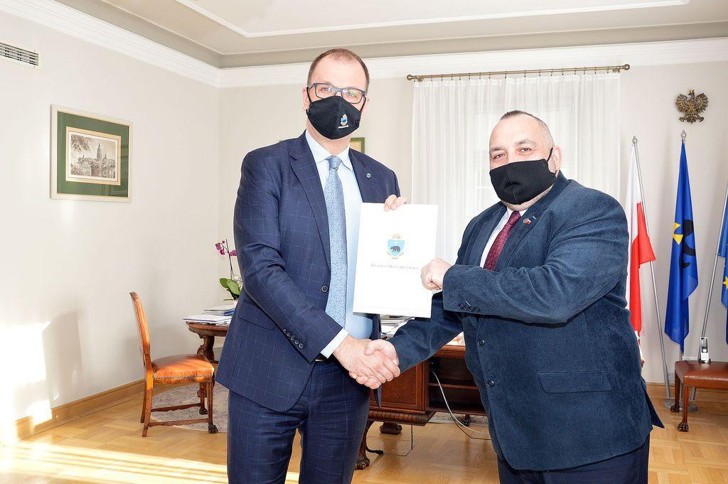 spotkanie prezydenta miasta z prezesem fundacji jerzyk