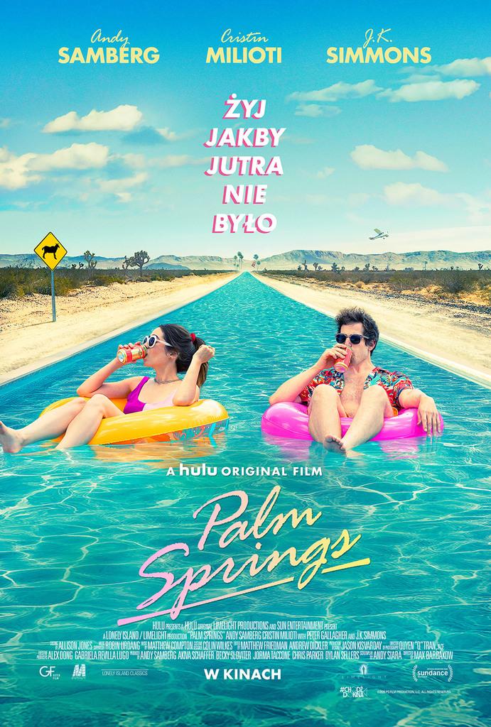 "Plakat filmu ""Palm Springs"" z tekstem: Andy SAMBERG Cristin MILIOTI J.K. SIMMONS ŻYJ JAKBY JUTRA NIE BYŁO . A hulu ORIGINAL FILM Palm Springs HULU PRESENTE HELL arena LINTELIGHT PRODUCTIONS AND SUN ENTERTAINMENT ESANT A LONELY ISLAND / LIMELIGHT HOOLDEN PALM SPRINGS ANDY SAMBERG CRISTIN MILIOTI WITH PETER GALLAGHER ANJIKSINMONS * ALLISON JONES - ROBIN URDANG ""I MATTHEW COMPTONEX COLIN WILKESE MATTHEW FRIEDMAN ANDREW DICXLER DAN JASON"