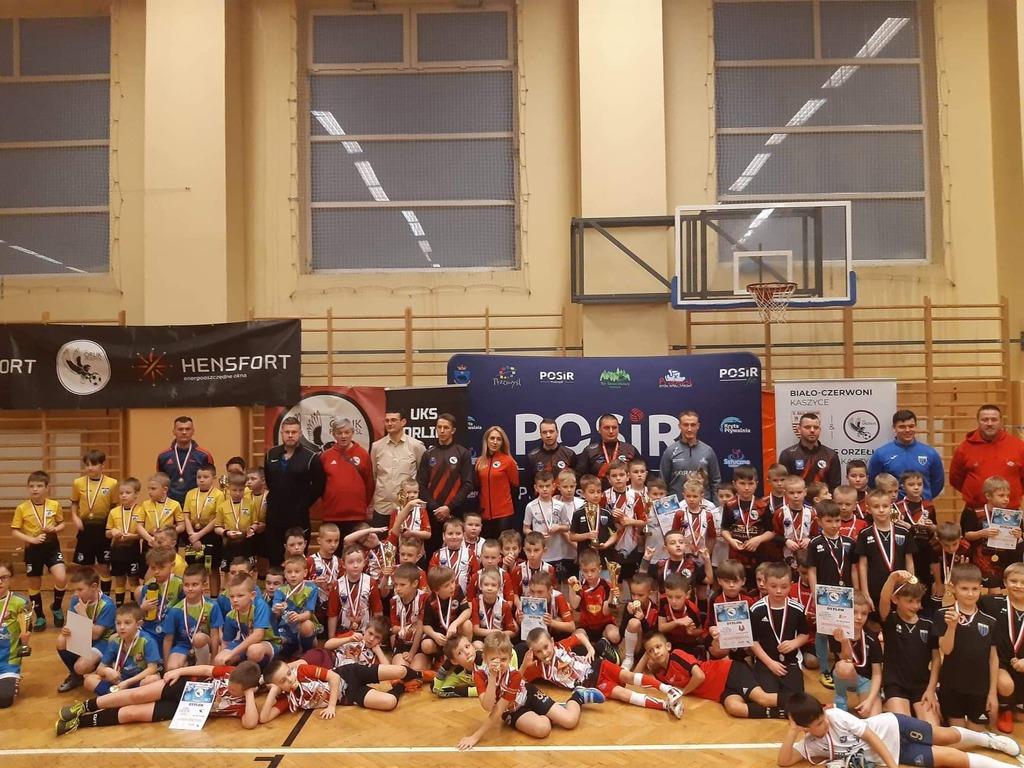 Wspólne zdjęcie drużyn biorących udział w turnieju