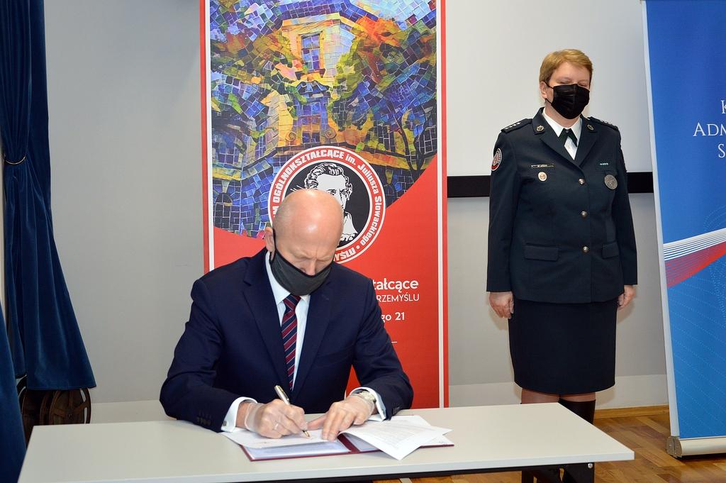 Porozumienie podpisuje Dyrektor Tomasz Dziumak