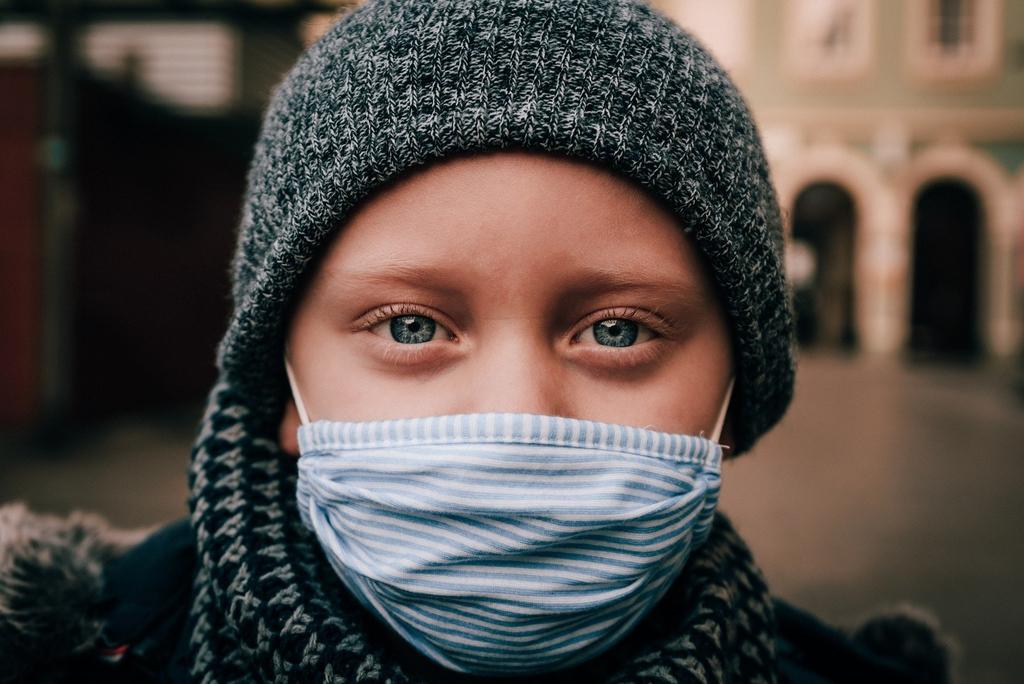 zdjęcie poglądowe - dziecko w maseczce