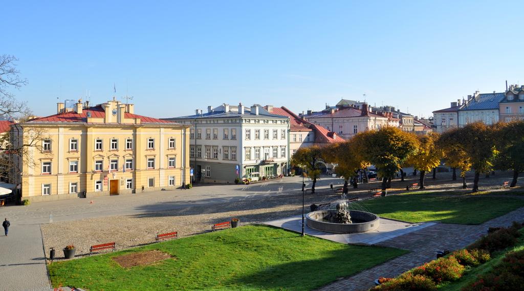 Widok na Rynek i budynek Urzędu Miejskiego