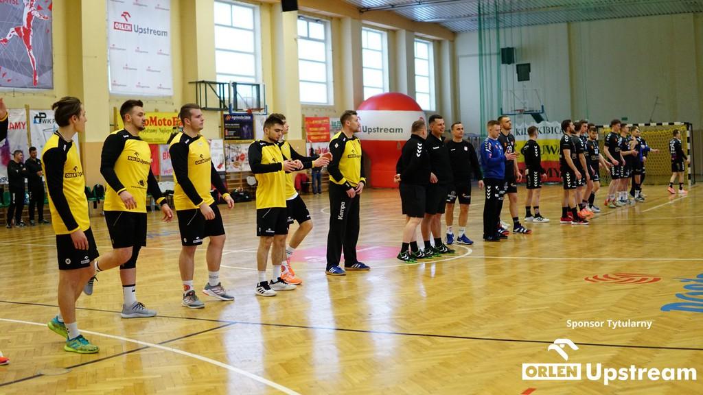 Zdjęcie szczypiornistów - zawodników Orlen Upstream SRS Przemyśl, walczących w ostatnią sobotę z ekipą AZS UJK Kielce.