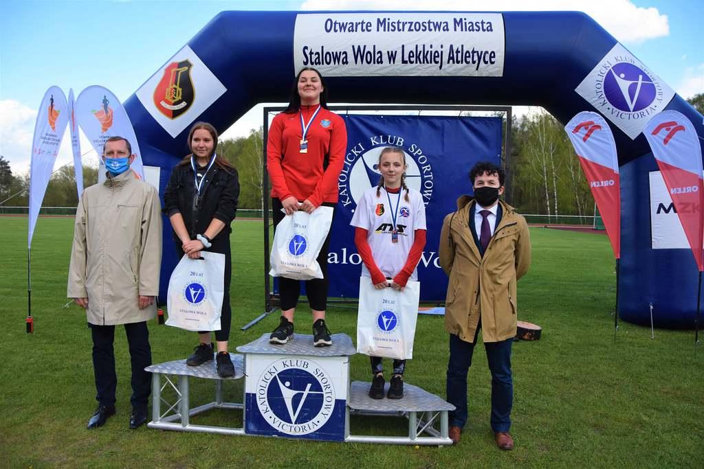 Zawodnicy UKS Tempo 5 na podium