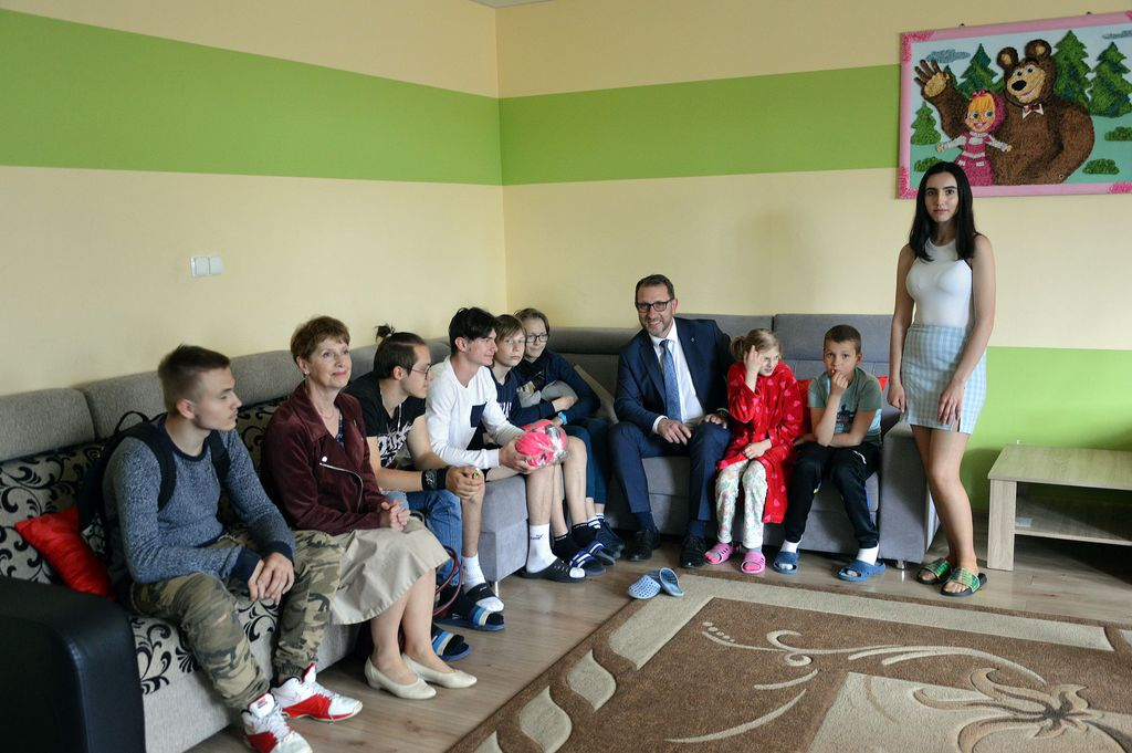 """Wspólne zdjęcie dzieci z """"Maćka"""" z Prezydentem"""