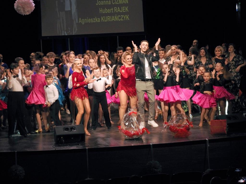 """widowisko muzyczno-taneczne """"Słodkie Fiołki"""" na scenie Zamku Kazimierzowskiego"""