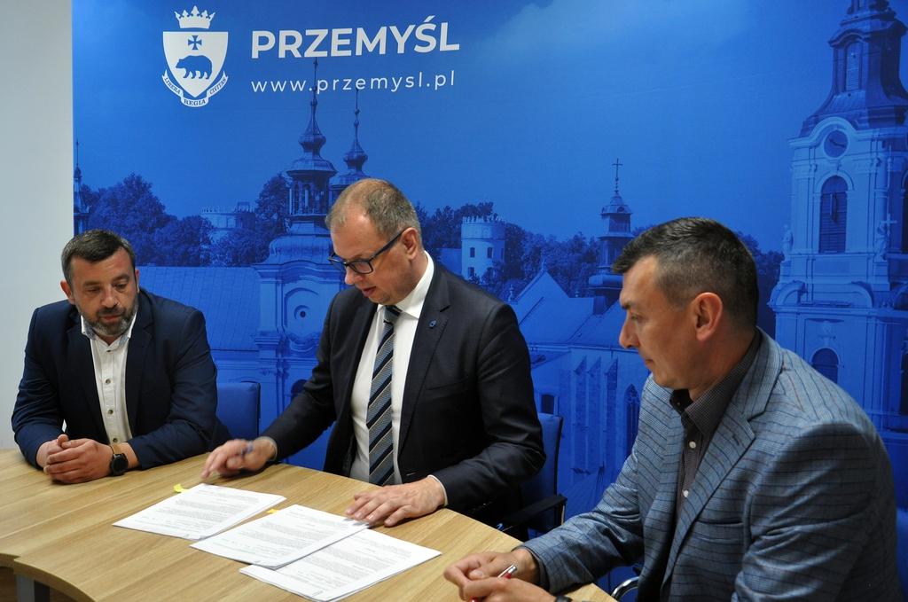 podpisanie umowy w sprawie przystąpienia do ogólnopolskiego projektu Elektryczne Śmieci.