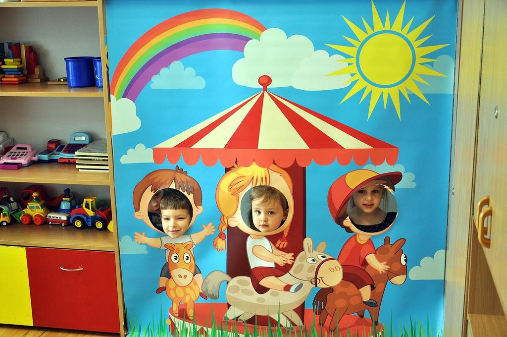 Dzieci z przedszkola w trakcie zabawy