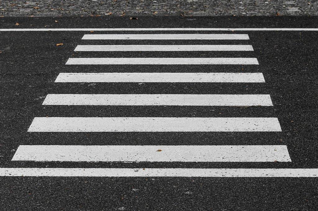 crosswalk-3712127_1920.jpeg