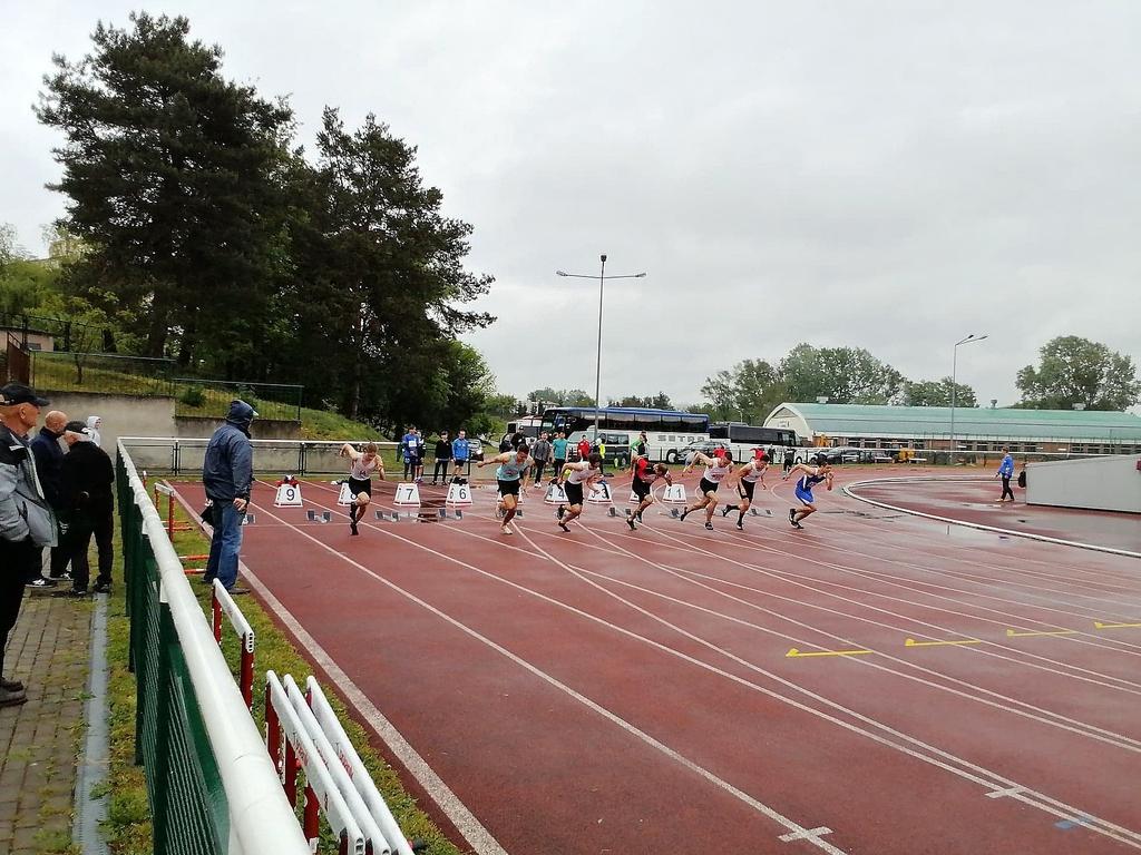 Rozpoczęcie biegu - startujący zawodnicy