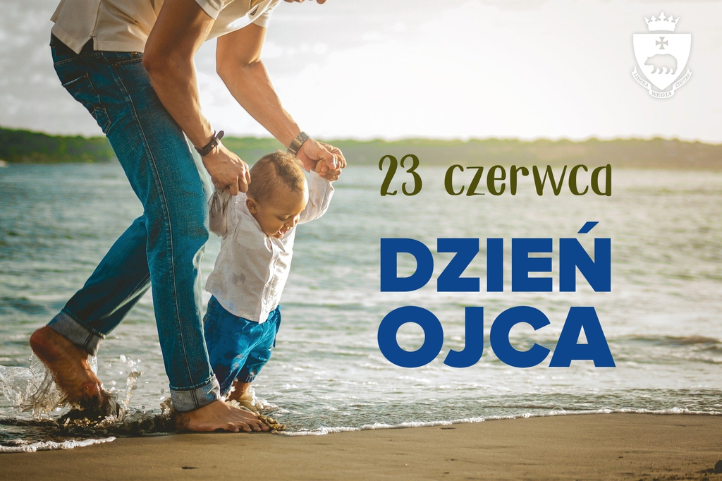 Grafika poglądowa - mężczyzna uczący chodzić małe dziecko, na brzegu morza i napis 23 czerwca Dzień Ojca