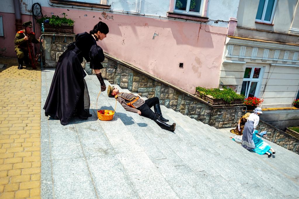 Otwarcie szlaku - inscenizacja sceny zamachu na schodach rycerskich