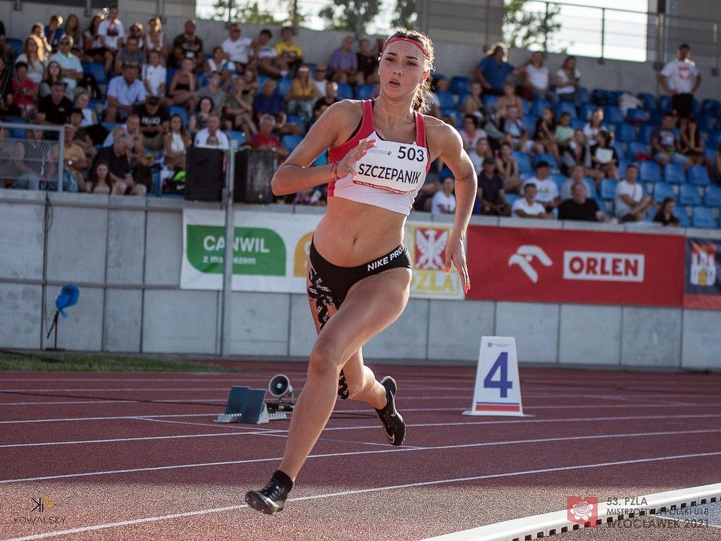 Julia Szczepanik w trakcie biegu