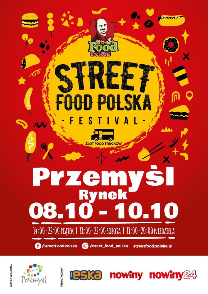 Plakat wydarzenia utrzymany w czerwono żółtych barwach z logo festiwalu i tekstem: Street Food Polska STREET FOOD POLSKA - FESTIVAL - ZLOT FOOD TRUCKÓW Przemyśl Rynek 08.10 - 10.10 14:00-22:00 PIĄTEK   11:00-22:00 SOBOTA I 11:00-20:00 NIEDZIELA f/StreetFoodPolska /street_food_polska streetfoodpolska.pl PARTNER WYDARZENIA Przemyśl PATRONAT MEDIALNY eska nowiny nowiny24