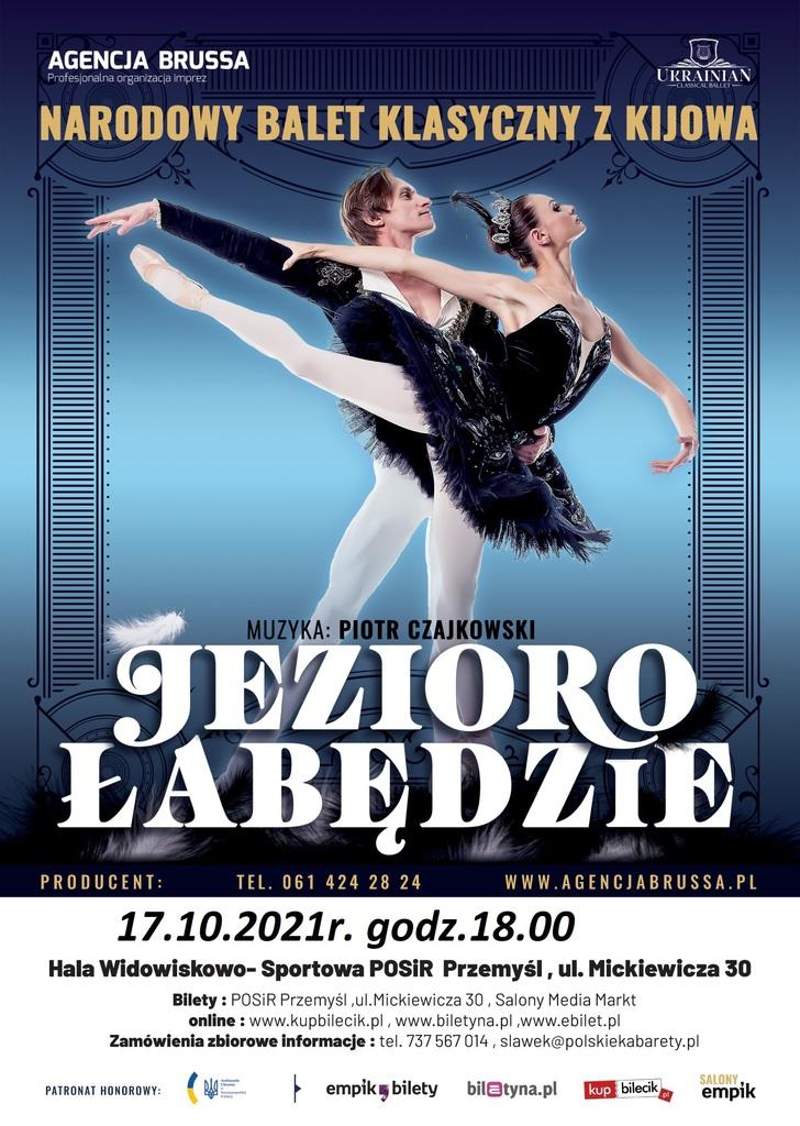 Plakat wydarzenia z tańczącą parą baletmistrzów i tekstem: AGENCJA BRUSSA Profesjonalna organizacja imprez UKRAINIAN CLASSICAL BALLET - NARODOWY BALET KLASYCZNY Z KIJOWA MUZYKA: PIOTR CZAJKOWSKI JEZIORO ŁABĘDZE PRODUCENT: TEL. 061 424 28 24 WWW.AGENCJAB RUSSA.PL 17.10.2021r. godz. 18.00 Hala Widowiskowo-Sportowa POSiR Przemyśl, ul. Mickiewicza 30 Bilety: POSiR Przemyśl ,ul. Mickiewicza 30, Salony Media Markt online: www.kupbilecik.pl, www.biletyna.pl ,www.ebilet.pl Zamówienia zbiorowe informacje: tel. 737 567 014, slawek@polskiekabarety.pl PATRONAT HONOROWY: Ambasada Ukrainy