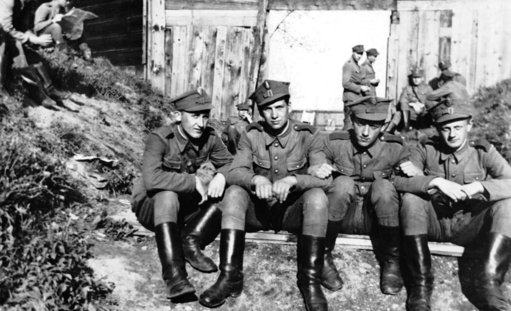 Szkoła oficerska. A. Zawadzki, Z. Cichoński, K. Ujejski, M. Ramza..jpeg