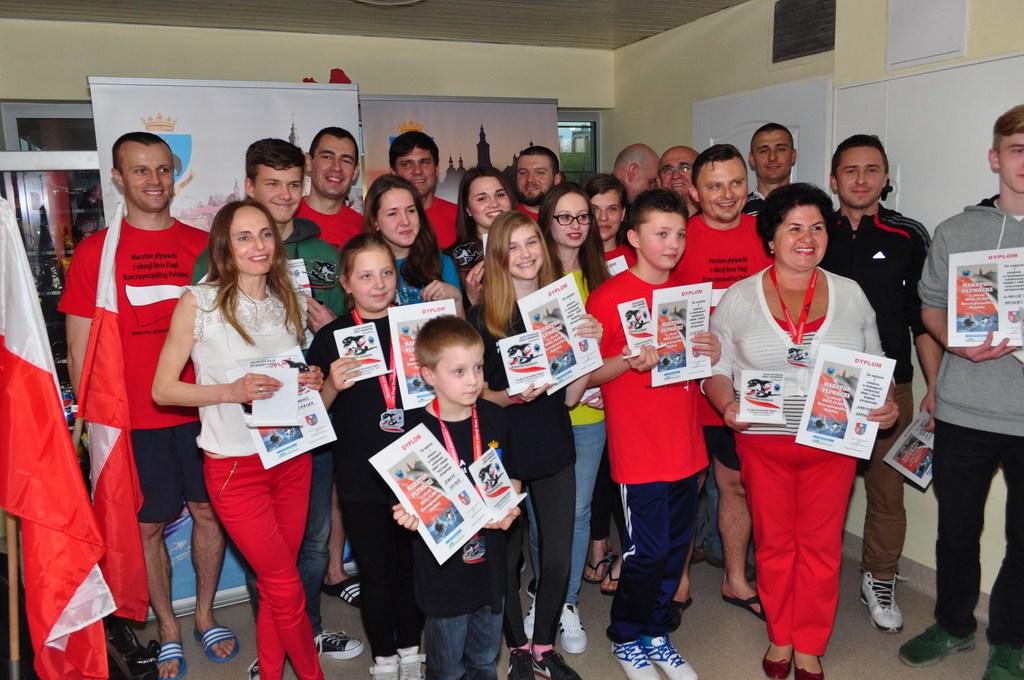 Maraton pływacki z okazji Dnia Flagi Rzeczypospolitej Polskiej