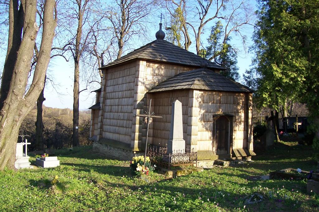 XVII - wieczna cerkiew w Kruhelu Wielkim znajduje się w odległości kilkuset metrów od czarnego sz.jpeg