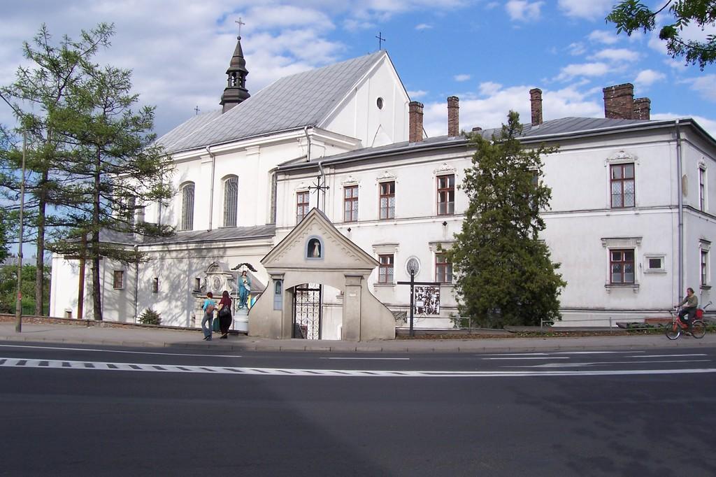 Najstarsze istniejące budowle Zasania - opactwo Benedyktynek z kościołem Św. Trójcy.jpeg