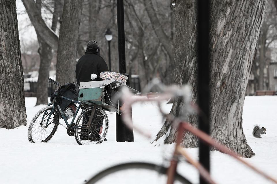 bezdomny zima.jpeg