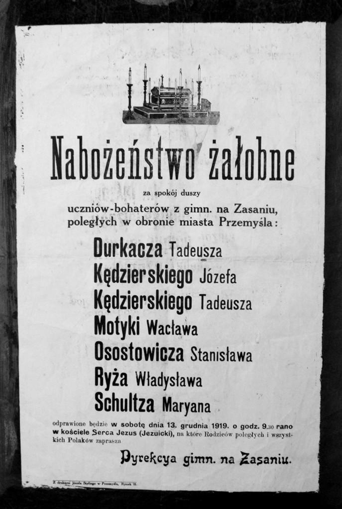 """Klepsydra """"Orląt Przemyskich"""" – żołnierzy 10 p.p. poległych w dniu 13 XII 11918 r., fot. ze zbiorów MNZP."""