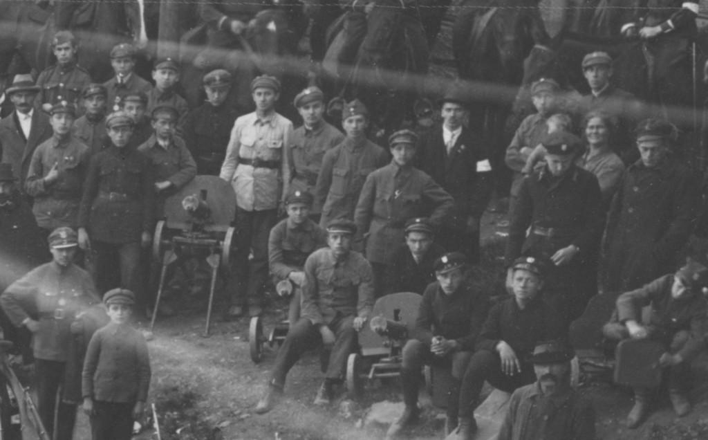 Młodzi przemyślanie w dniu wymarszu oddziałów przemyskich na front polsko-bolszewicki w roku 1920, fot. ze zbiorów MNZP.