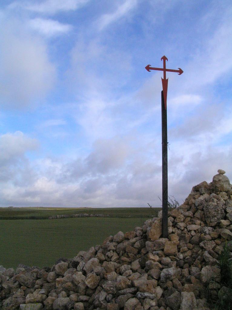 Krzyż św. Jakuba na szlaku..jpeg