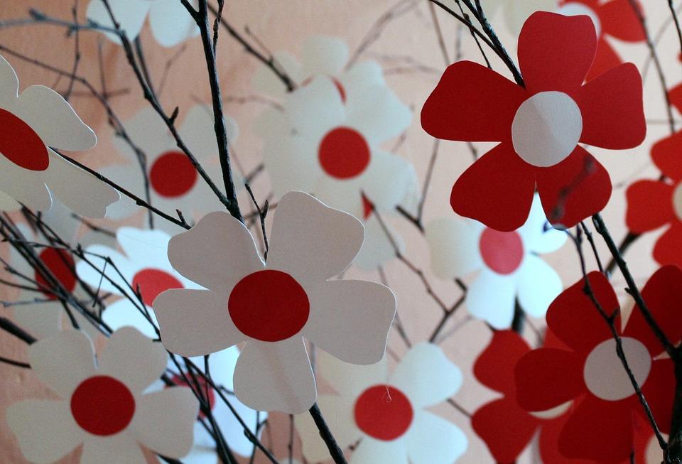 white-red-2915702_960_720.jpeg