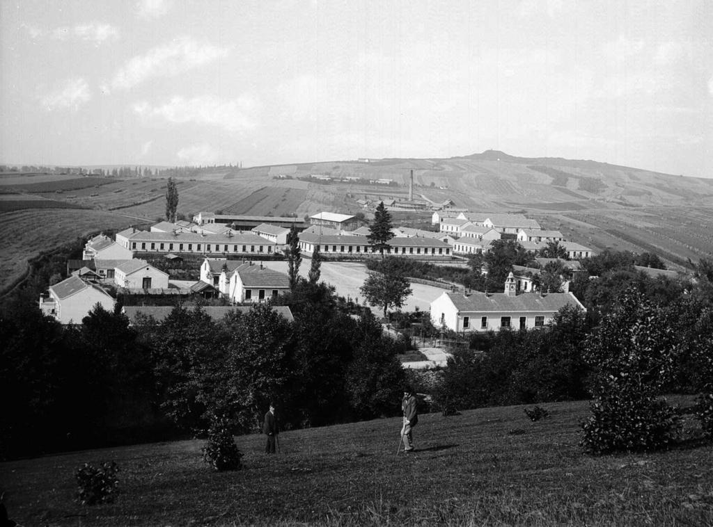 Koszary artylerii w Pikulicach. Początek XX wieku..jpeg