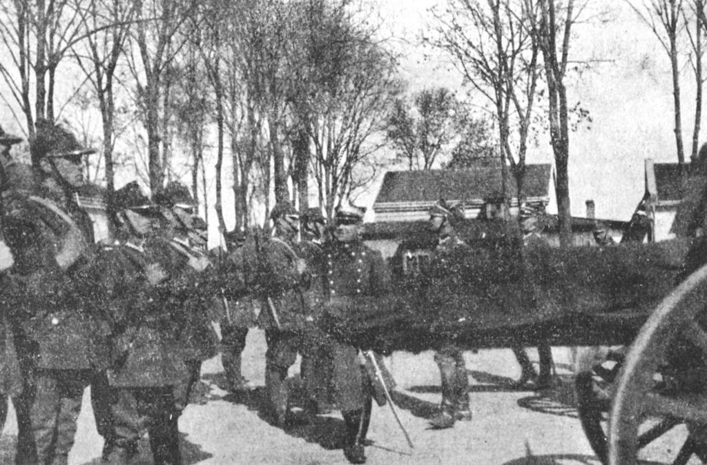 Przegląd pułku przez Szefa Art. O.K.X. gen. A. Kowalewskiego..jpeg