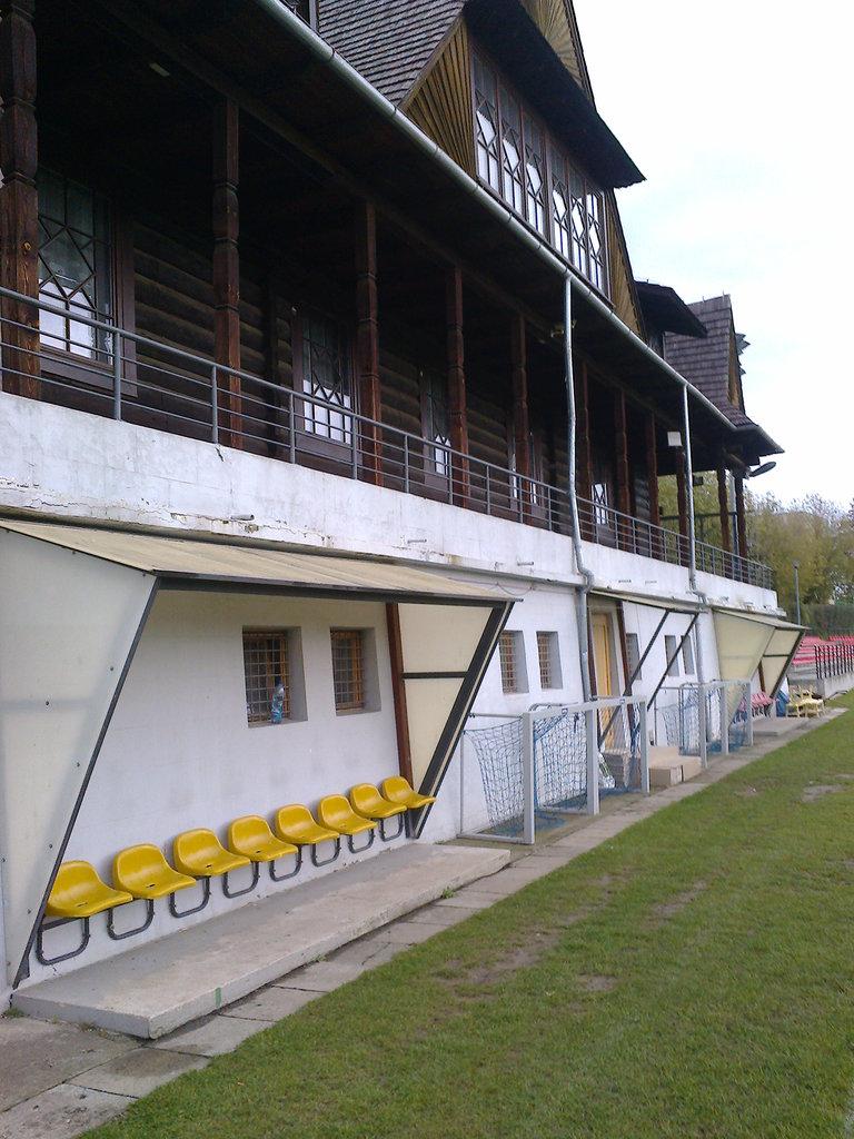 budynek KS Czuwaj wraz z przebudową istniejących tarasów przed remontem.jpeg
