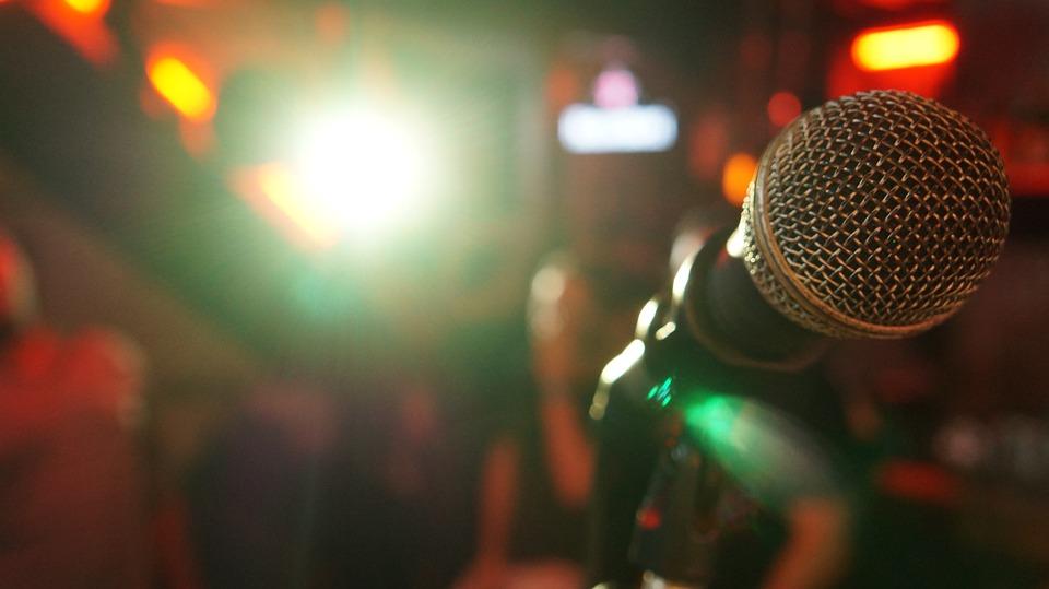 microphone-3989879_960_720.jpeg