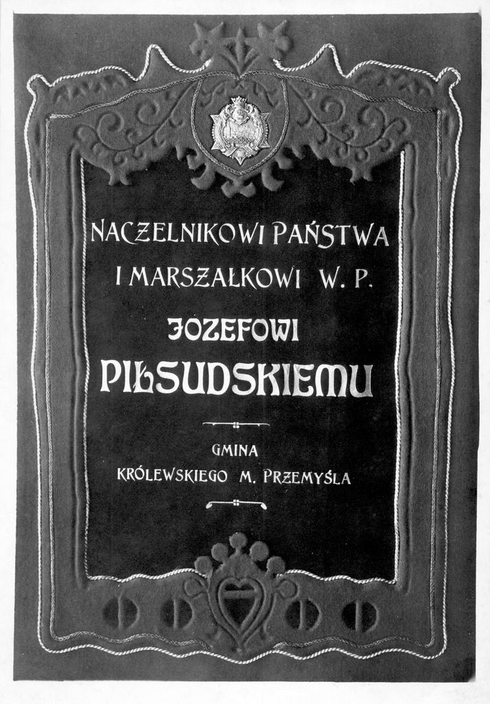 """Okładka aktu nadania Józefowi Piłsudskiemu """"Gwiazdy, Przemyśla""""."""