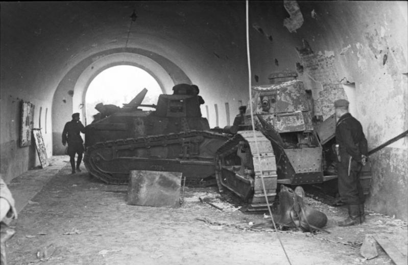 Fot. 9 Zniszczone i zdobyte przez Niemców  R017.jpeg