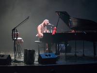 Galeria Po trzymiesięcznej przerwie w Zamku Kazimierzowskim znów rozbrzmiała muzyka na żywo. Witek Muzyk Ulicy porwał przemyską publiczność