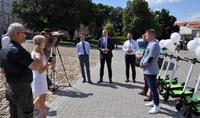 Galeria Hulajnogi binkee.city już w Przemyślu! Pierwszą jazdę wykonał Prezydent Miasta Wojciech Bakun