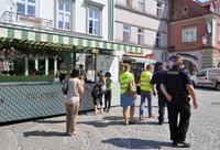 Galeria Nie nosisz maseczki lub przyłbicy? Licz się z karą! Wspólne działania policji, straży miejskiej i sanepidu