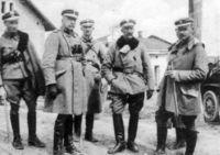 Czesław Mączyński z oficerami 1 i 2 pułku