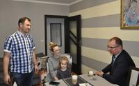 Galeria Fabianek – pierwszy przemyślanin urodzony w 2021 roku. Malucha oraz jego rodziców odwiedził Prezydent Wojciech Bakun