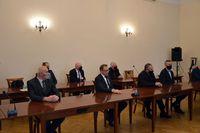 goście uczestniczący w uroczystości w sali narad starostwa